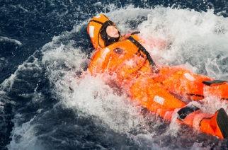 Ministarka skočila u more da vidi kako je izbeglicama