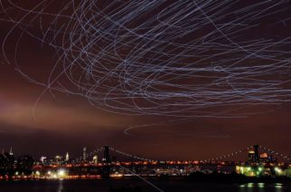 Osvetljeni golubovi stvarali magiju na nebu iznad Njujorka