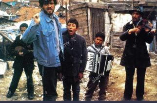 Réalisateur Emir Kusturica sur le tournage / on the set du film Le Temps du gitans / Dom za vesanje (1988) Yugoslavia