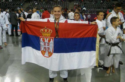Naše zlato – karatistkinja sa četiri i po kilograma medalja